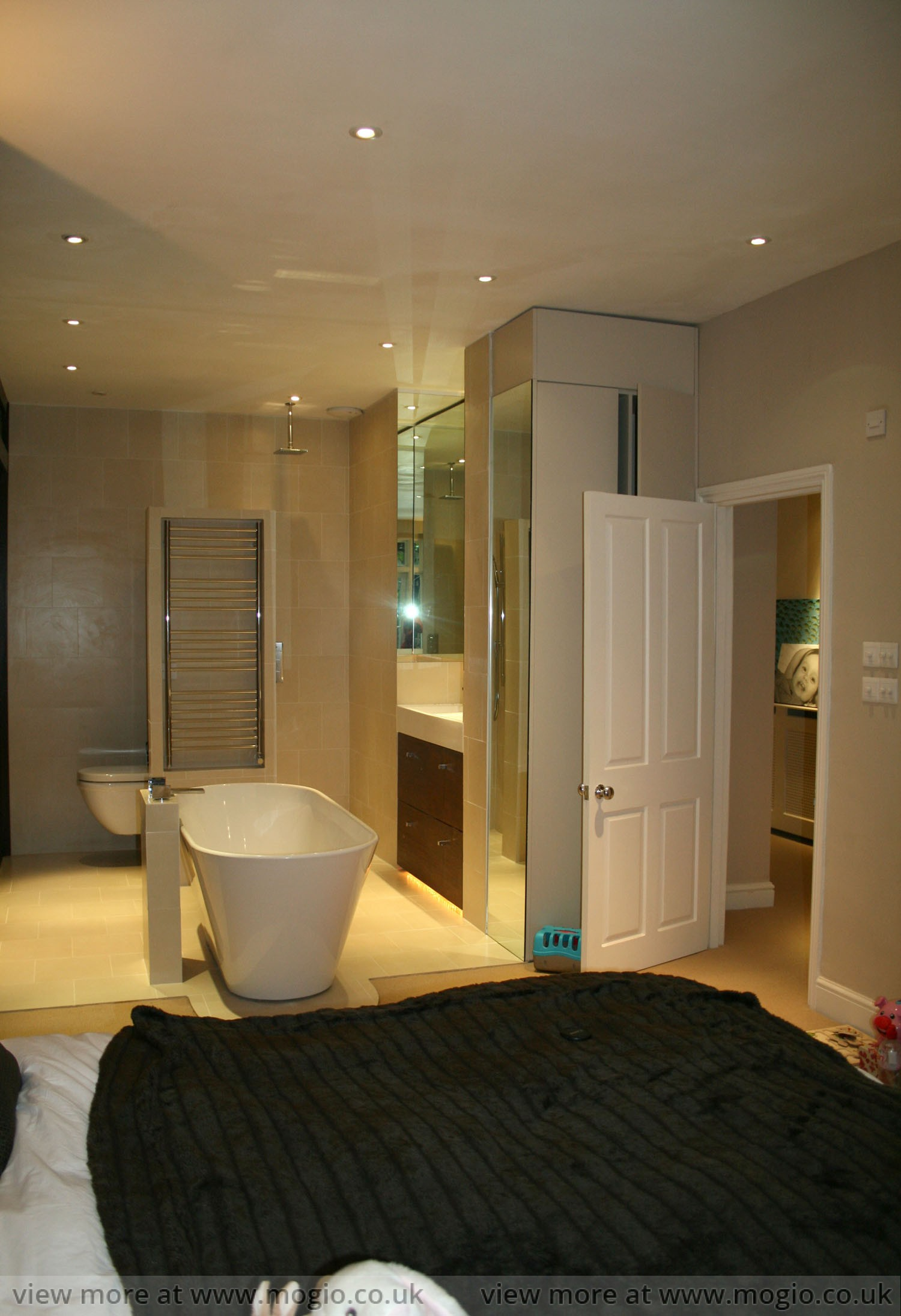 free_standing_bath_bedroom