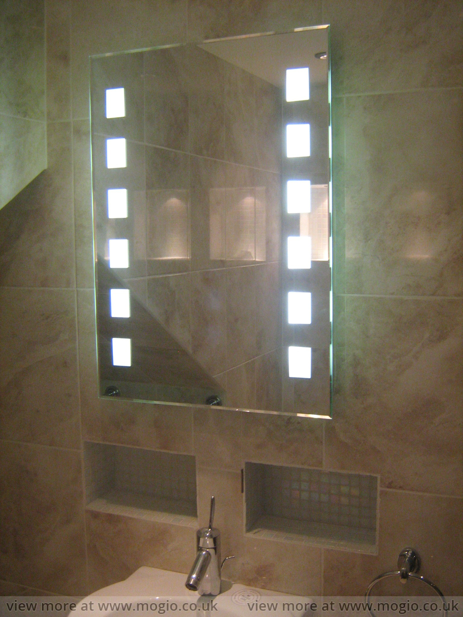 wall.lighting.wetroom.floor.drain